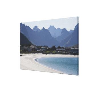 La playa en Ramberg es famosa por sus 2 blancos Lona Envuelta Para Galerías