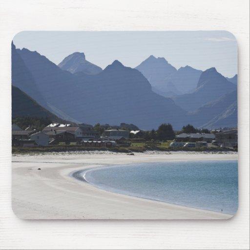 La playa en Ramberg es famosa por sus 2 blancos Tapetes De Raton