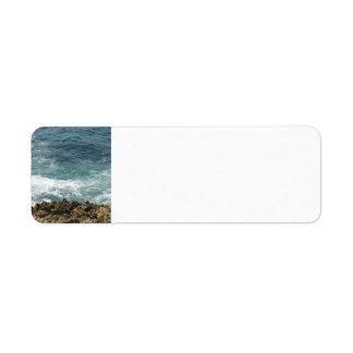La playa resuelve el océano etiquetas de remite