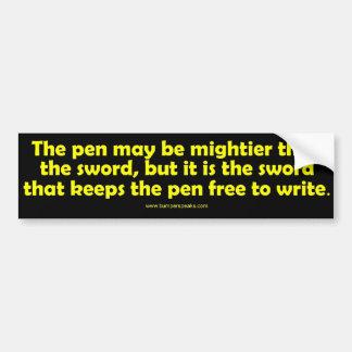 La pluma es una pegatina para el parachoques más p etiqueta de parachoque