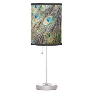 La pluma preciosa del pavo real observa con nuevo lámpara de mesa