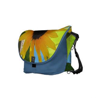 La poca bolsa de mensajero amarilla del girasol bolsas de mensajeria