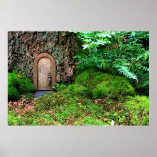 La poca casa de madera del árbol mágico por amor