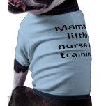 La poca enfermera de la mamá en las camisetas del  camisas de perritos