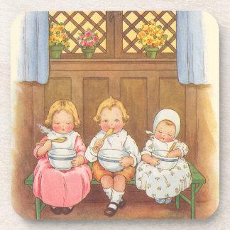 La poesía infantil de los niños calientes de las posavasos