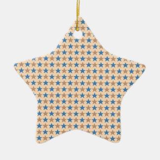 La polca protagoniza, el azul azul, beige adorno de cerámica en forma de estrella