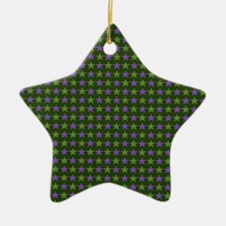 La polca protagoniza, verde chartreuse profundo, adorno de cerámica en forma de estrella
