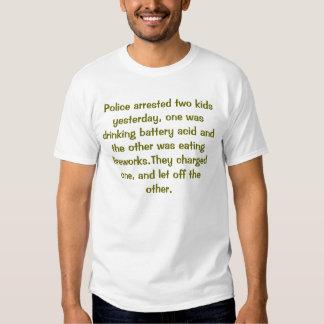 La policía arrestó a dos niños ayer, uno era dri… playeras
