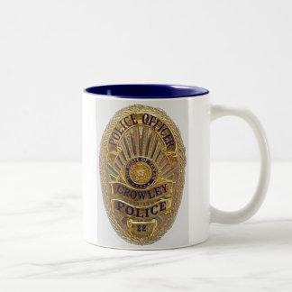 La policía de Crowley asalta Tazas De Café
