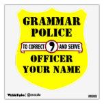 La policía de la gramática empareda la etiqueta