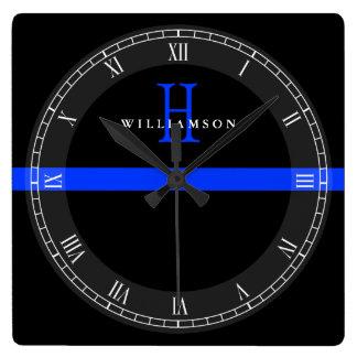 La policía enrarece el monograma del personalizado reloj cuadrado