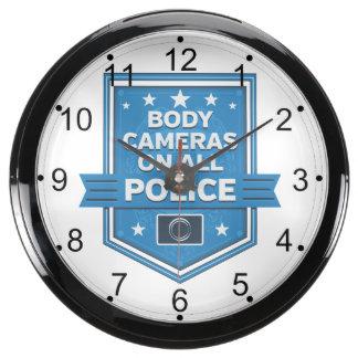 La policía lleva cámaras del cuerpo relojes aquavista