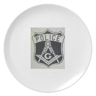 La policía masónica platea plato de comida
