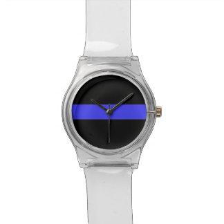 La policía mira relojes de pulsera