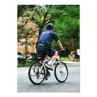 """La policía monta en bicicleta a la patrulla invitación 5"""" x 7"""""""