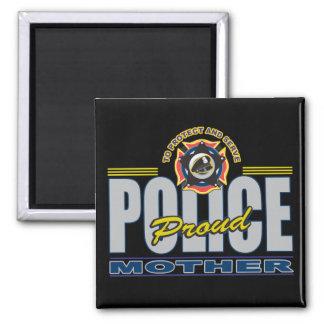 La policía orgullosa mima iman para frigorífico