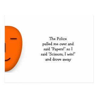 La policía oscila las tijeras de papel - envíe una