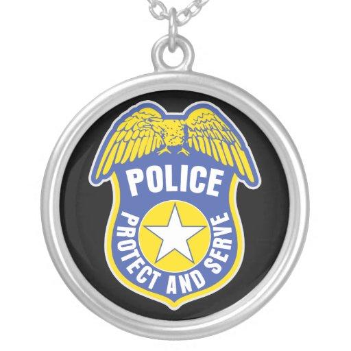 La policía protege y sirve la insignia grimpolas