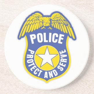 La policía protege y sirve la insignia posavasos personalizados