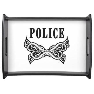 La policía tatúa bandeja