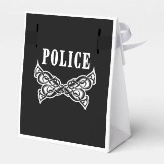La policía tatúa caja para regalos de fiestas