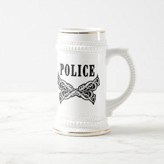 La policía tatúa la taza de encargo