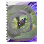 la polilla en la planta invertida afila el insecto libretas