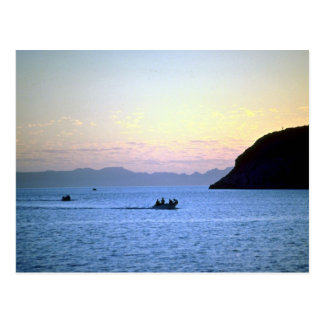 La posluminiscencia de la puesta del sol, bote peq postal