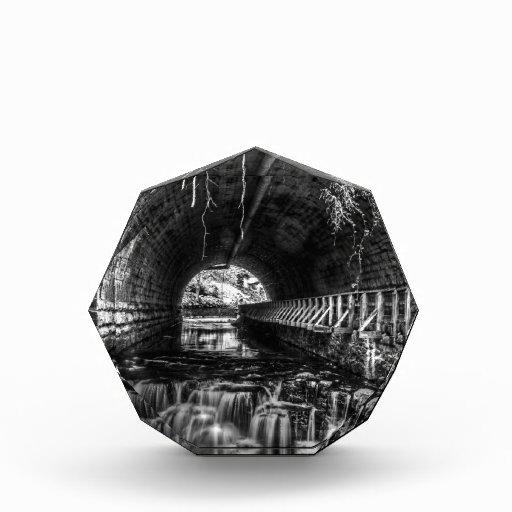 La postal cae en blanco y negro