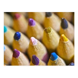 La postal de la pluma del color