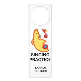 La práctica del canto, no perturba colgador para puerta