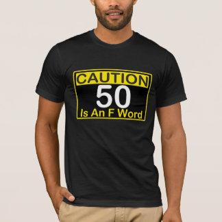 La PRECAUCIÓN 50 es y camiseta del CUMPLEAÑOS de