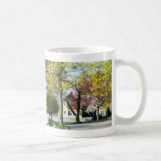 La primavera comienza en los suburbios taza de café