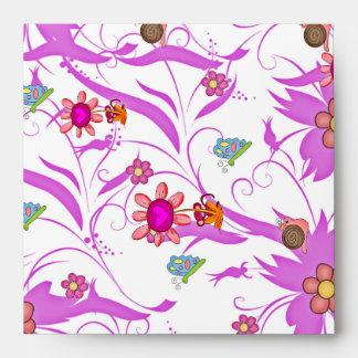 La primavera del sobre florece mariposas