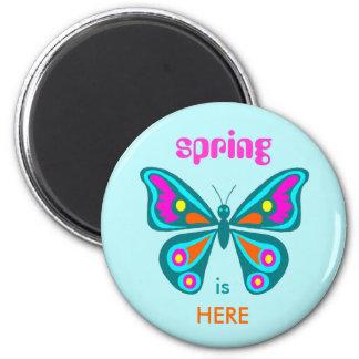 La primavera está AQUÍ, mariposa colorida Imán Redondo 5 Cm