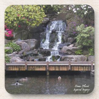 La primavera florece el práctico de costa del corc posavasos