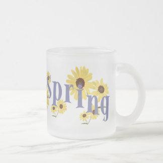 La primavera florece la taza
