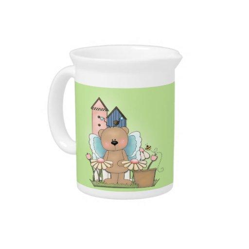 La primavera ha saltado, oso adorable de la maripo jarras para bebida