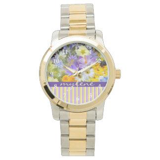 La primavera hermosa florece el amarillo violeta relojes de pulsera