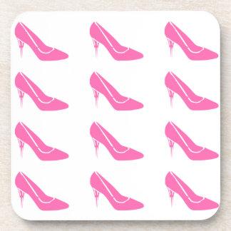 La princesa rosada tacón alto calza los prácticos posavasos