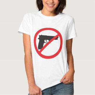 La prohibición dispara contra al pacifista del remera