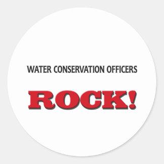 La protección de agua manda la roca pegatinas redondas