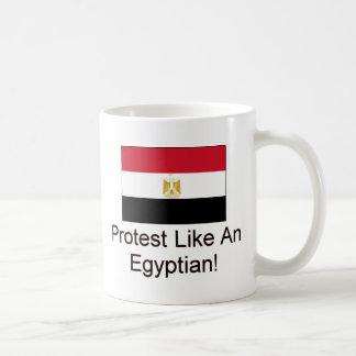 La protesta tiene gusto de un egipcio taza