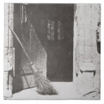 La puerta abierta, marzo de 1843 (foto de b/w) teja cerámica