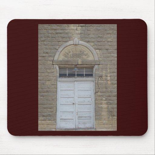 La puerta de la casa de la escuela mouse pads