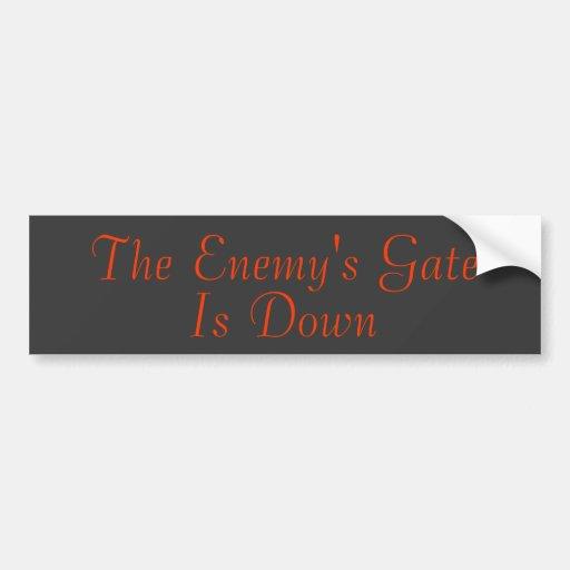 La puerta del enemigo está abajo pegatina para auto