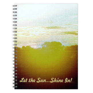 ¡La puesta del sol ardiente dejó el brillo de Sun… Cuadernos