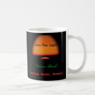La puesta del sol de destello verde taza clásica