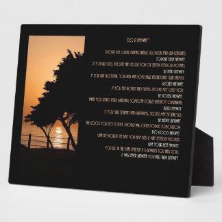 """La puesta del sol del árbol y del océano """"lo hace  placa para mostrar"""