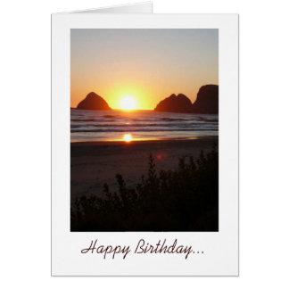 La puesta del sol del feliz cumpleaños en la playa tarjeta pequeña